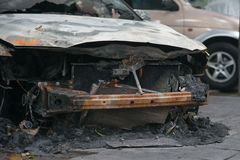 Parte anteriore di un'automobile fuori bruciata Fotografie Stock
