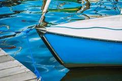 Parte anteriore di una barca a vela sul lago Alster a Amburgo Fotografia Stock