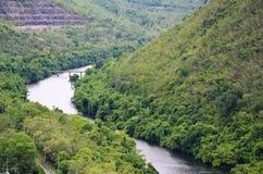 Parte anteriore di vista della diga Kanchanaburi di Srinakarin; La Tailandia Immagini Stock