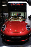 Parte anteriore rossa del Cabriolet della Porsche 911 Carrera fotografie stock libere da diritti
