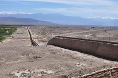 Parte antiga do setor ocidental do Grande Muralha de China em Jiayuguan, Gansu, China imagens de stock