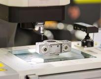 Parte automobilistica di alluminio di dimensione di ispezione dell'operatore da CMM Immagini Stock
