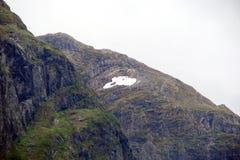 Parte central de Noruega Montañas noruegas en los bancos de los fiordos Fotos de archivo