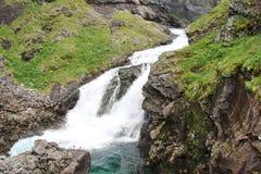 Parte central de Noruega Montañas noruegas en los bancos de los fiordos Imagenes de archivo