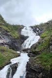 Parte central de Noruega Montañas noruegas en los bancos de los fiordos Imagen de archivo