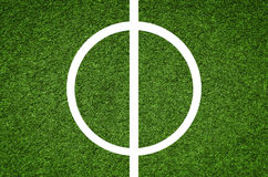 Parte central de um campo de futebol, campo de futebol artificial do relvado imagens de stock