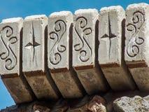 Parte concreta decorada do telhado fotografia de stock royalty free