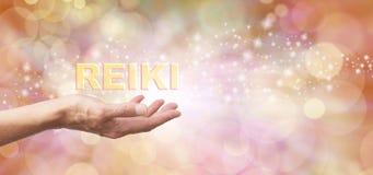 Parte curativa de oro de la energía de Reiki Fotografía de archivo libre de regalías