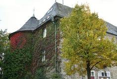 Parte da câmara municipal histórica de Hueckeswagen (Auf'm Schloss), Alemanha imagem de stock