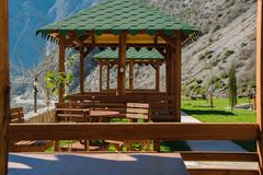 Parte da cabana rural tradicional do restaurante da montanha foto de stock royalty free