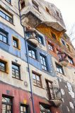 Parte da casa de Hundertwasser em Viena fotografia de stock