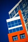 Parte da construção moderna da fachada com vermelho e o azul Fotos de Stock