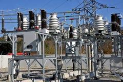 Parte da subestação de alta tensão com interruptores e disconnectors Imagem de Stock Royalty Free