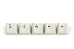 Parte das chaves de teclado dispersadas no branco Foto de Stock