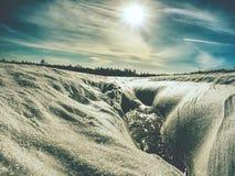Parte de gelo com contorno e alargamentos do sol fotografia de stock royalty free