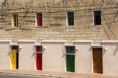 Parte de la casa con las puertas y las ventanas multicoloras Imagenes de archivo