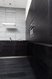 Parte de la cocina negra de la madera dura Foto de archivo