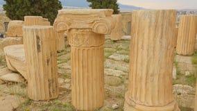 Parte de la columna de mármol antigua con el capital sofisticado, patrimonio cultural metrajes