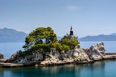 Parte de la costa costa en Trpanj, Croacia Fotos de archivo