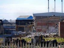 Parte de la fábrica de productos químicos que es demolida Fotografía de archivo libre de regalías