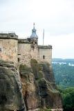 Parte de la fortaleza del koenigstein en tiempo del otoño Imagen de archivo libre de regalías