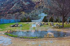 Parte de la foto compleja del marco de Rupite al sitio la cruz situada en la montaña Kozhuh imagen de archivo