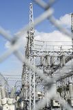 Parte de la subestación de alto voltaje fotografía de archivo