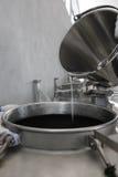 Parte de la tecnología de producir el brandy fotografía de archivo