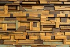 Parte de madeira feita para abstrair o fundo do bloco da decoração da parede interior fotos de stock royalty free