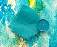 Parte de pano azul com botão Fotos de Stock Royalty Free
