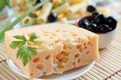 Parte de queijo e de azeitonas Imagem de Stock
