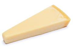 Parte de queijo parmesão isolada no fundo branco Fotos de Stock Royalty Free