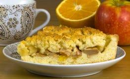 Parte de torta de maçã em uma placa, laranja do ² do 'Ð do aÑ da maçã Imagem de Stock