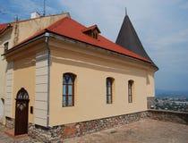 Parte de um castelo velho com torres do relógio Fotografia de Stock Royalty Free