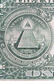 Parte de uma nota do dólar com o tiro macro super do grande selo Olho do providência ou de todo-ver o sinal do olho, detalhe em u fotos de stock royalty free