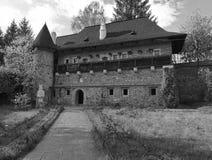 Parte de un monasterio viejo - monocromo Foto de archivo