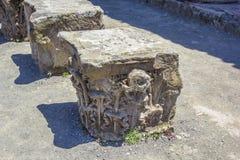 Parte de una columna antigua de la ciudad arruinada de Pompeya, Pompeya, Nápoles, Italia imagen de archivo libre de regalías