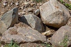 Parte de una pila de piedra con las piedras grandes, cantos rodados fotos de archivo