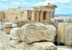 Parte decorativa iônica, parte das ruínas da acrópole imagem de stock royalty free