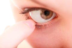 Parte del corpo estraneo umano di dolore oculare del fronte Fotografie Stock Libere da Diritti