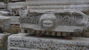 Parte del detalle de mármol del friso a partir del período de Grecia antigua almacen de metraje de vídeo