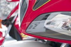 Parte del faro rosso del motociclo Fotografie Stock