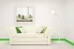 Parte del interior de la sala de estar en los colores blancos y verdes con una pintura grande en la pared Imagen de archivo