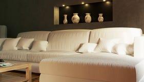 Parte del interior una sala de estar con un sofá blanco Foto de archivo libre de regalías