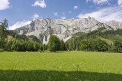 Parte del macizo de las montañas de Dachstein en Austria Foto de archivo libre de regalías