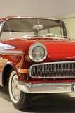Parte del oldtimer rosso con luce anteriore immagini stock libere da diritti