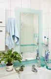 Parte del pequeño interior moderno del cuarto de baño Foto de archivo libre de regalías