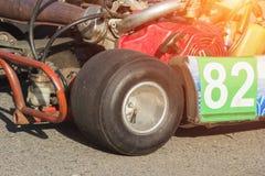 Parte del primo piano del kart, della mappa della ruota e del motore di corsa, sport di motore, concorsi karting, estremi immagine stock libera da diritti