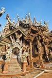 Parte del santuario di verità a Pattaya visto dall'entrata Immagine Stock Libera da Diritti