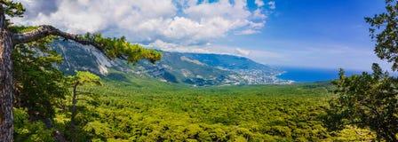 Parte del sur de la península de Crimea, paisaje de Ai-Petri de las montañas. Reino Unido Imagen de archivo